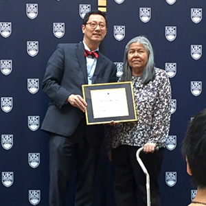 Professor Santa J. Ono presents Linda Williams with a certificate recognizing 35 years of service at UBC.